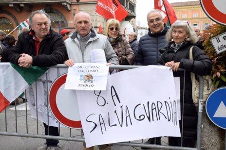 manifestanti IIX salvaguardia
